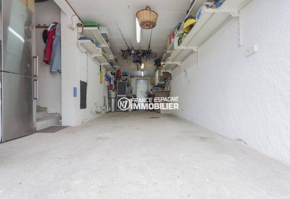 acheter maison costa brava, ref.3827, grand garage avec des rangements