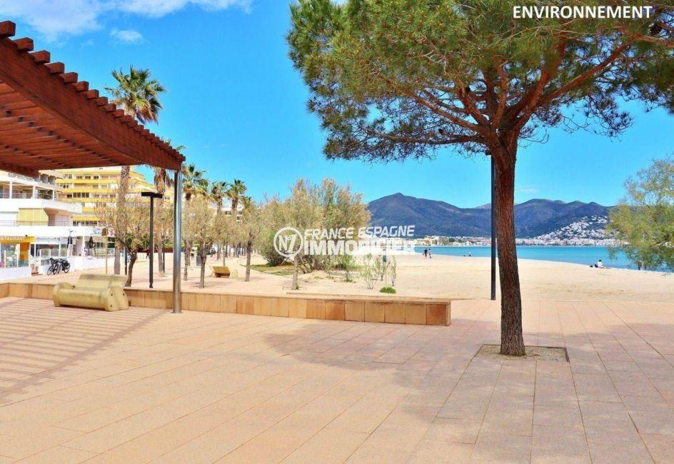 global immo rosas: appartement ref.3812, promenade et commerces près de la plage