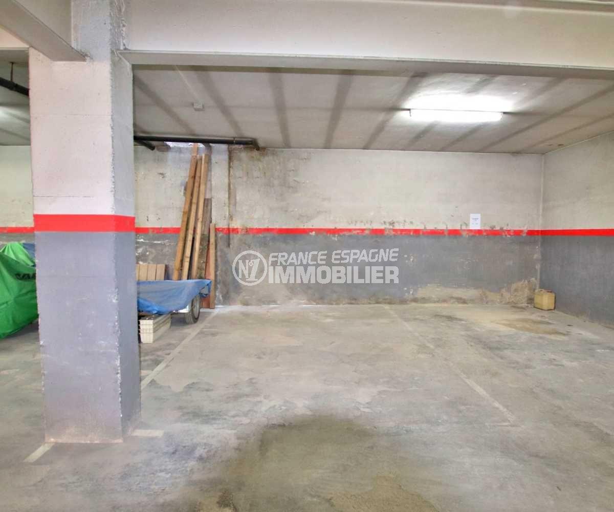 immo roses: parking-garage ref.3838, aperçu de la place en sous-terrain