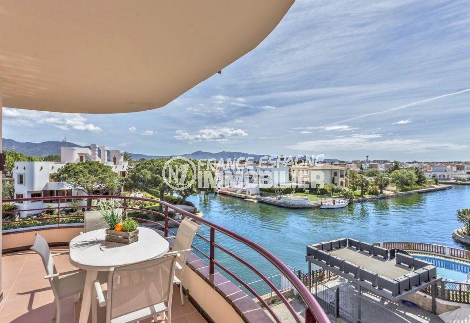 immobilier ampuriabrava: superbe appartement ref.3829, vue canal, piscine privée