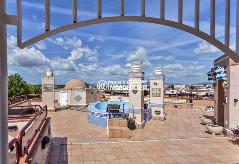 appartement duplex empuriabrava, terrasse solarium avec piscine privée