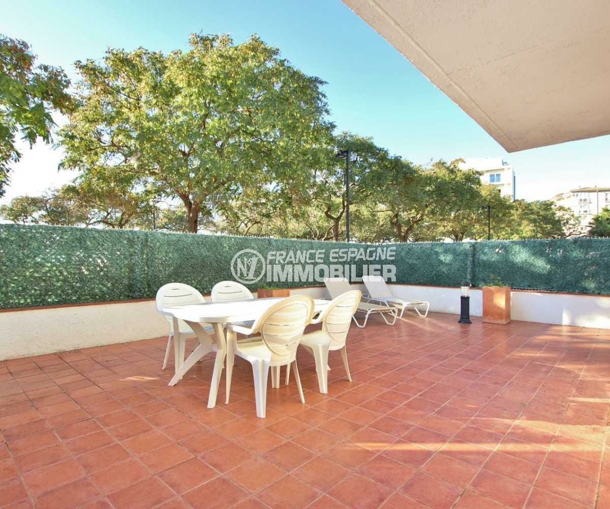 vente appartement rosas, ref.3842, terrasse de 50 m² en première ligne de la plage