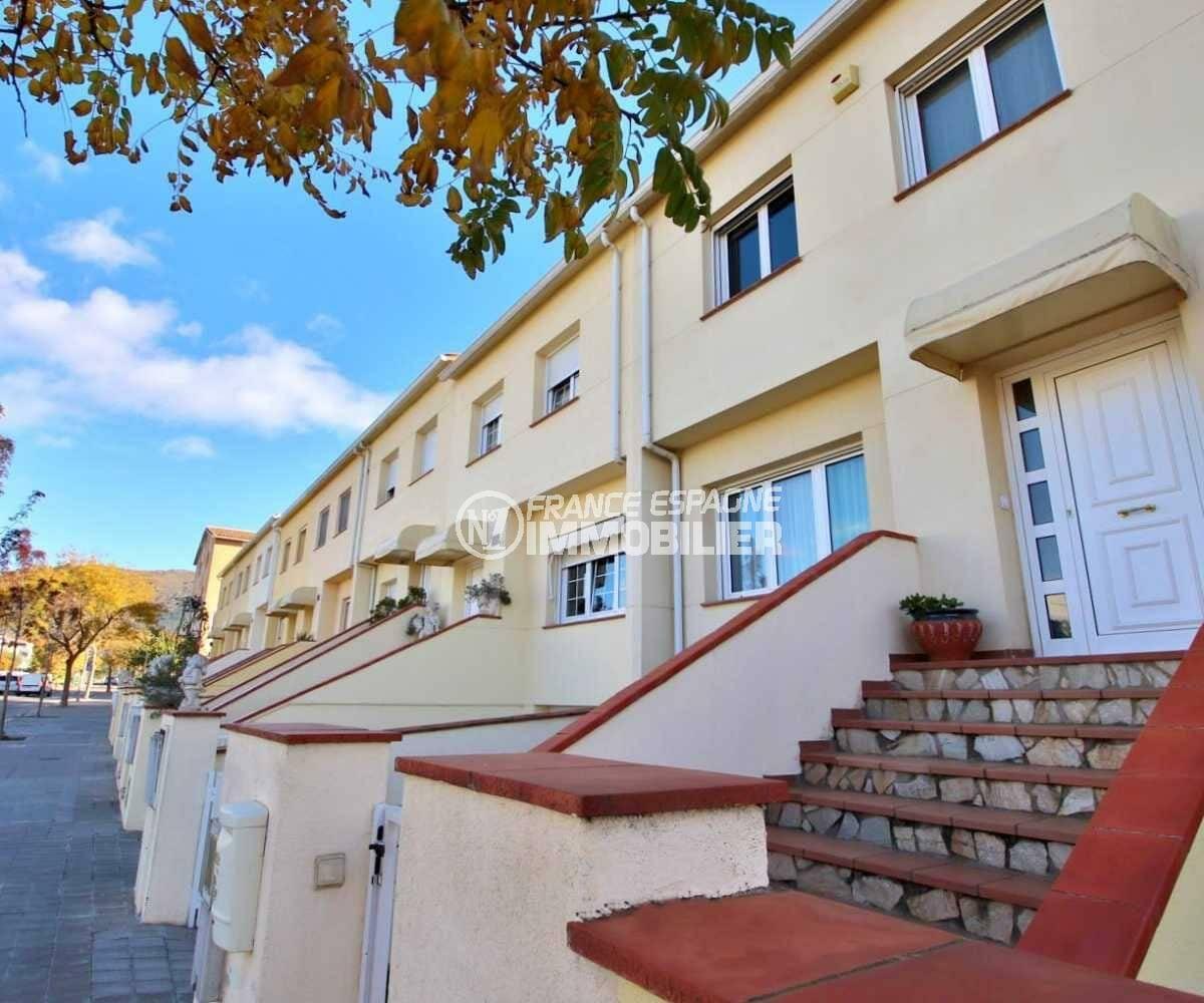 maison a vendre espagne, ref.3841, aperçu du quartier et de l'entrée coté rue