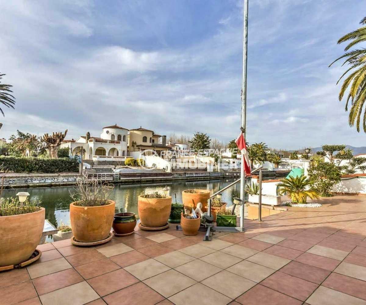 immobilier empuriabrava: villa ref.3831, grande terrasse avec accès direct au canal
