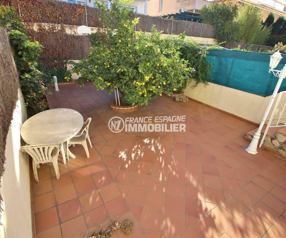 maison a vendre rosas, ref.3841, patio arboré avec coin repas