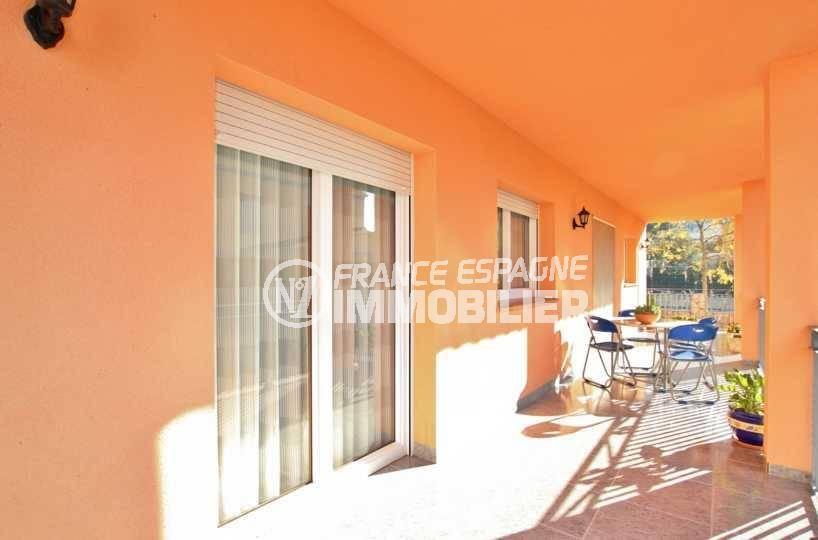 immo roses espagne: villa ref.3840, vue sur la terrasse coin repas aménagé