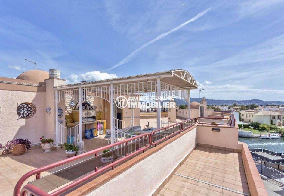 immobilier empuriabrava: superbe appartement ref.3829, avec solarium et vue canal