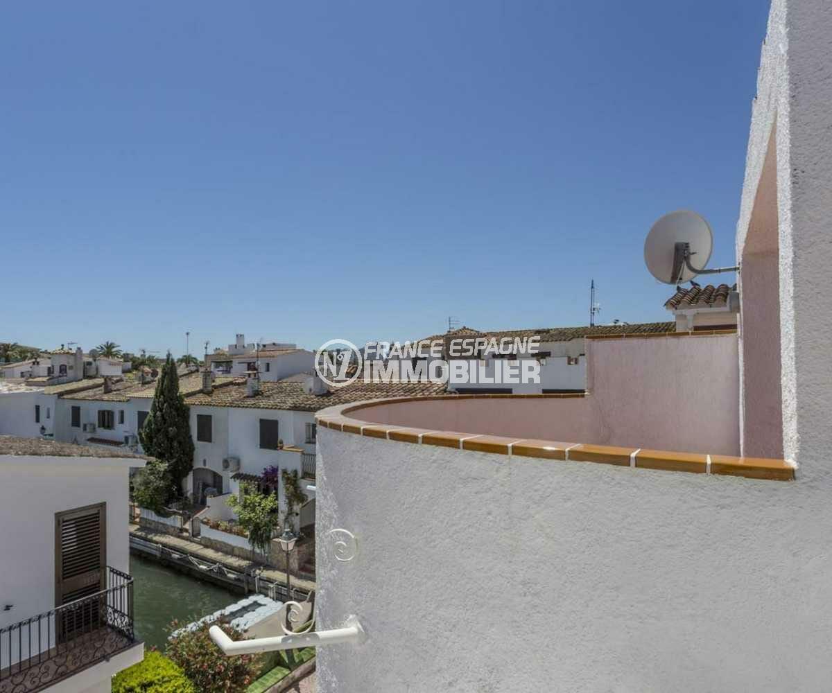 maison a vendre espagne costa brava, ref.3830, aperçu canal depuis une des terrasses à l'étage