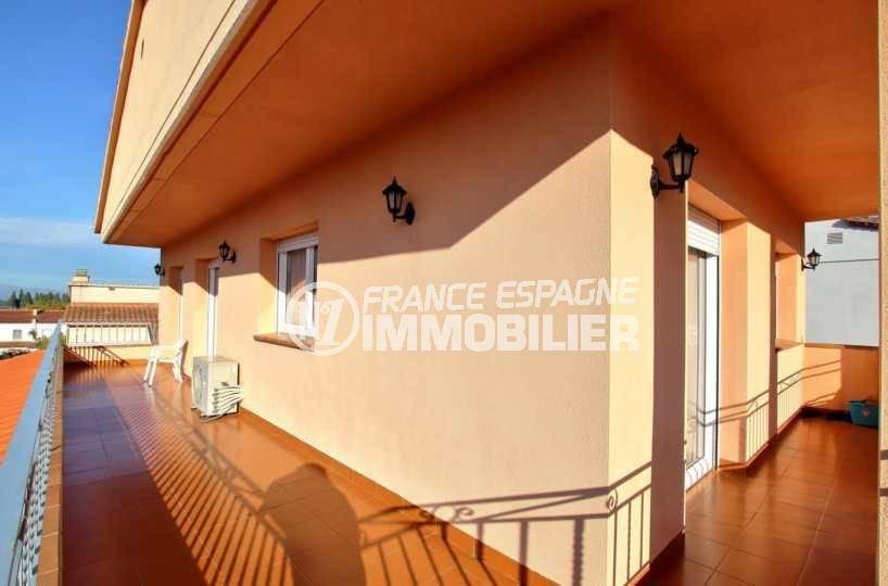 agence immobiliere costa brava: villa ref.3840, prolongation des deux terrasses