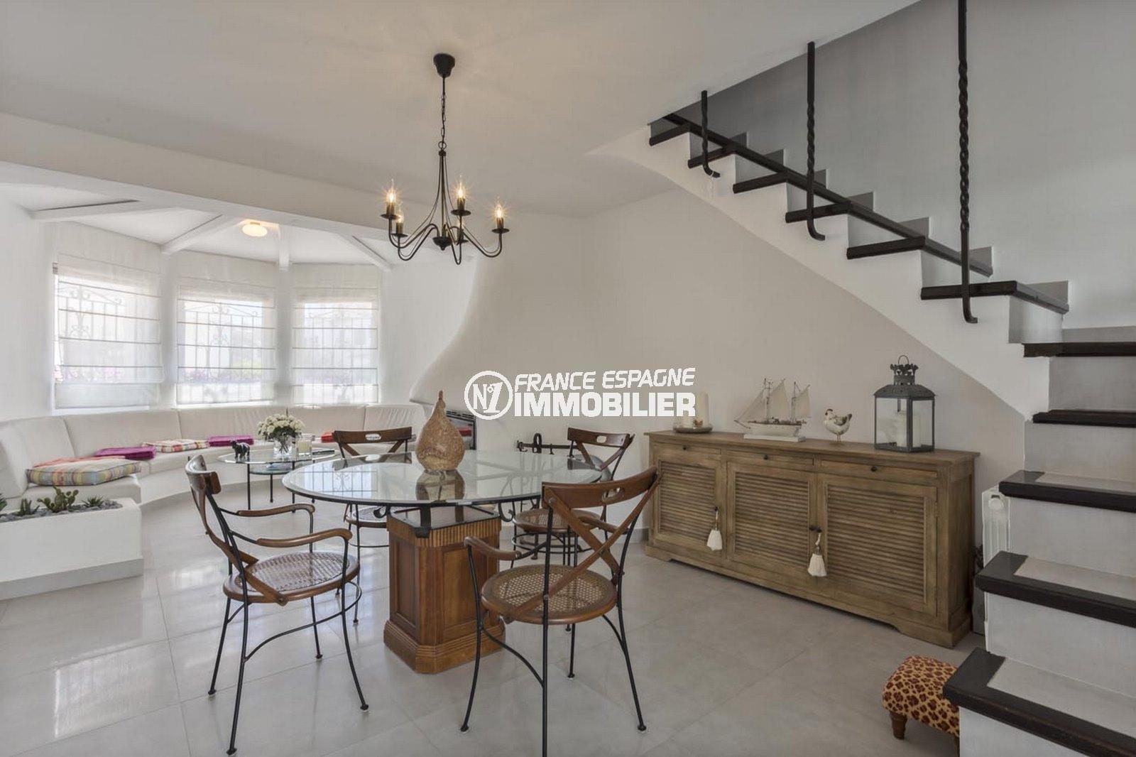 immobilier costa brava: villa ref.3830, grand séjour vue canal, coté salle à manger
