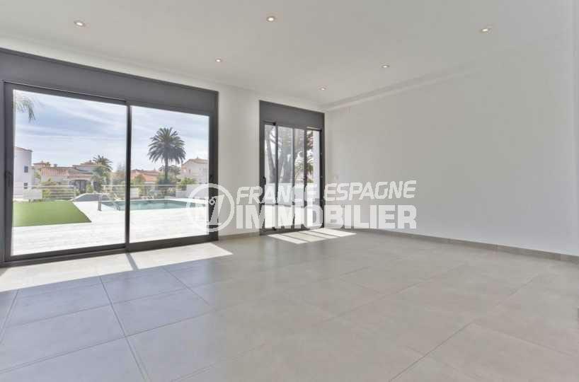 agence immobilière empuriabrava: villa ref.3825, grand séjour avec accès terrasse