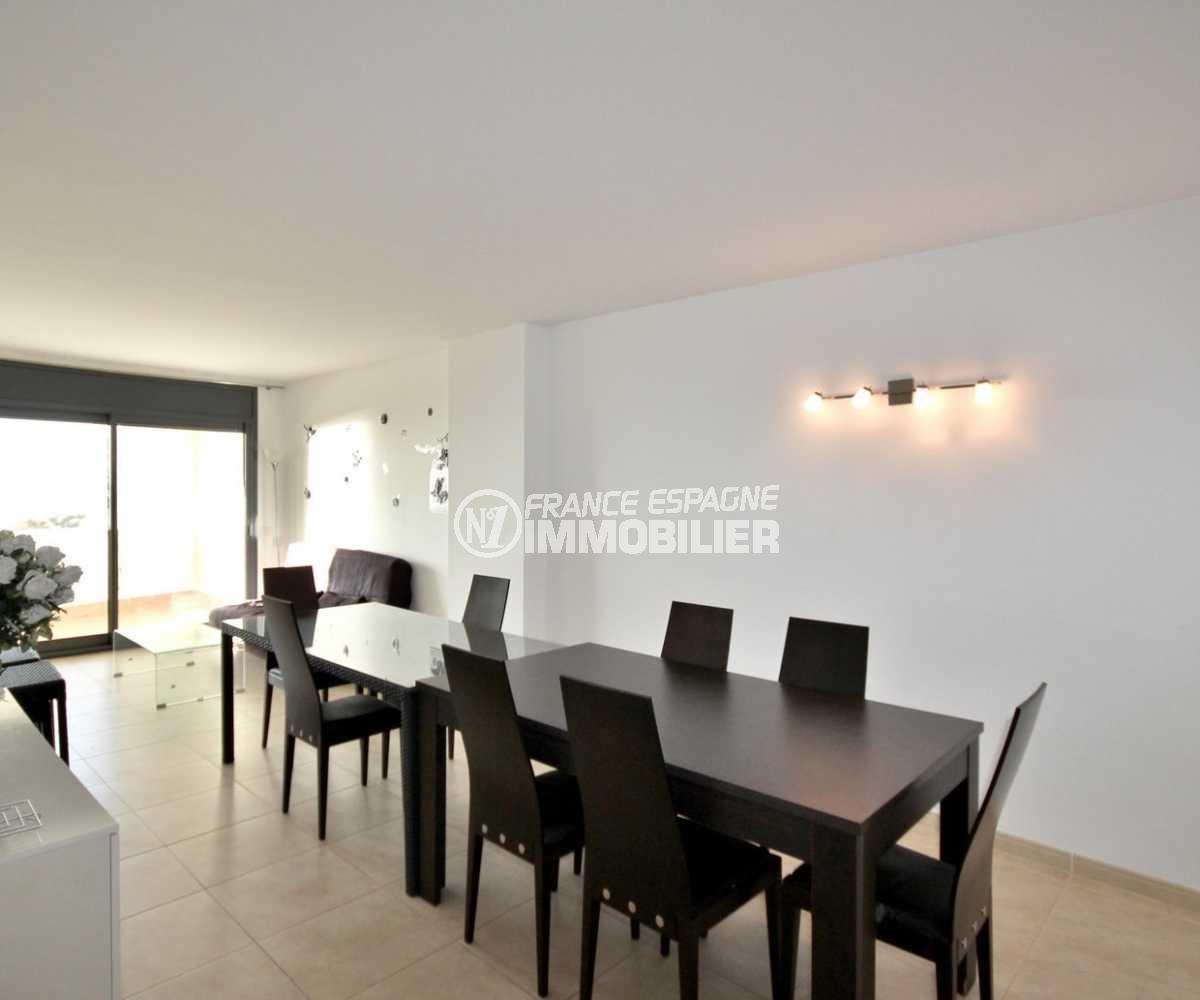 agence immo empuriabrava: appartement ref.3843, grand séjour / salle à manger avec accès terrasse vue mer
