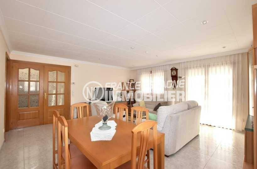 maison a vendre a rosas, ref.3840, salon / salle à manger lumineuse