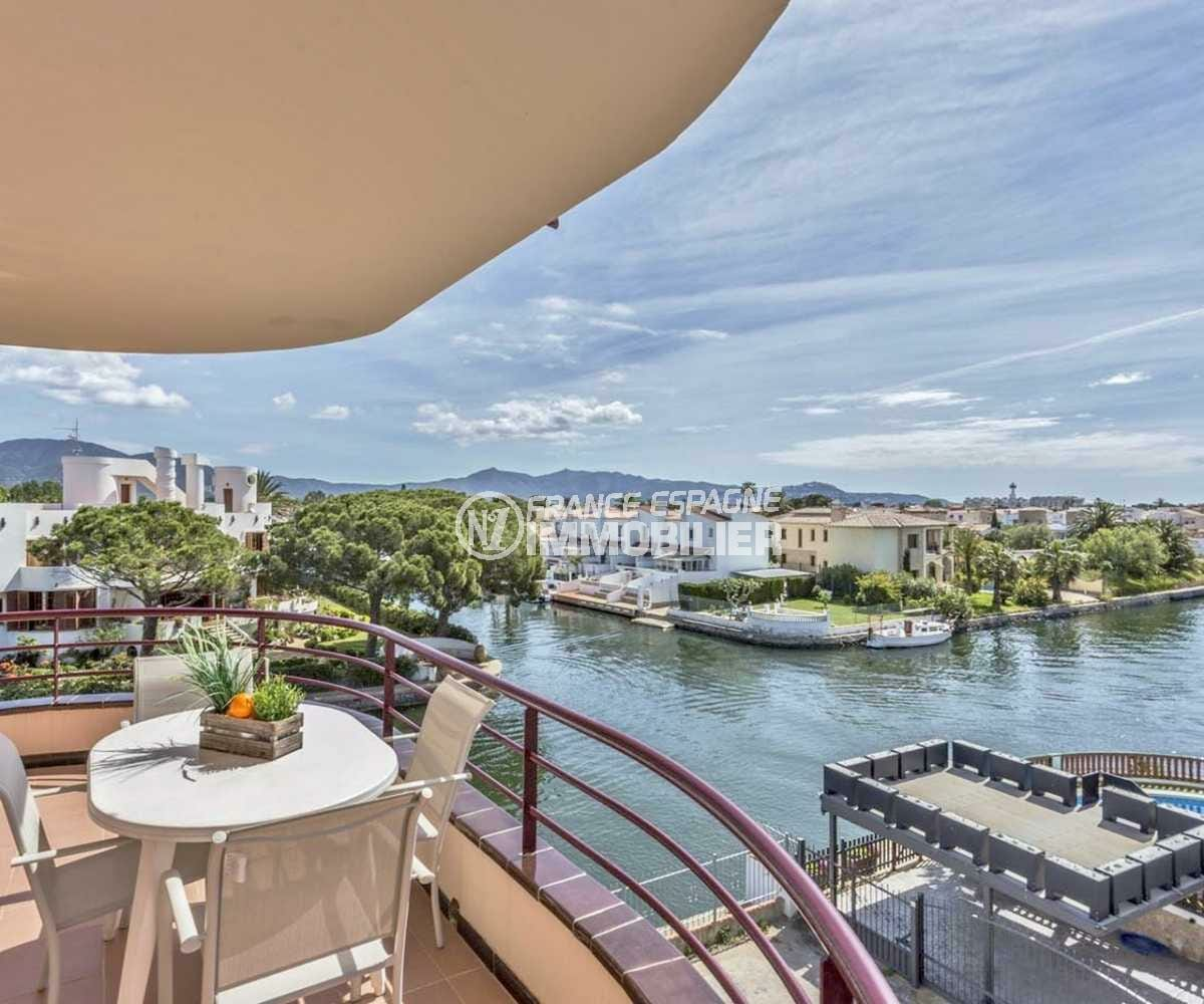 immobilier ampuriabrava: superbe appartement ref.3829, vue canal, piscine privée