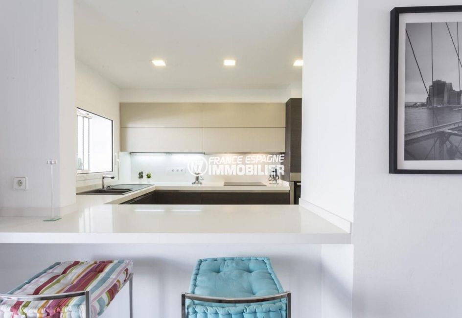 agence immo empuriabrava: villa ref.3830, cuisine moderne indépendante avec bar