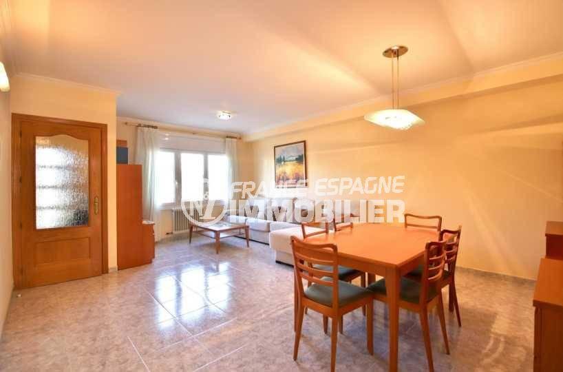 maison a vendre a rosas, ref.3841, vue d'ensemble du séjour / salle à manger