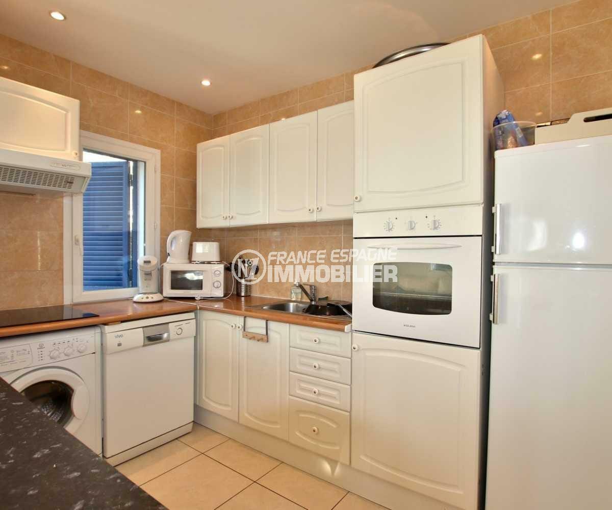 immobilier roses espagne: appartement ref.3842, cuisine américaine ouverte sur le séjour