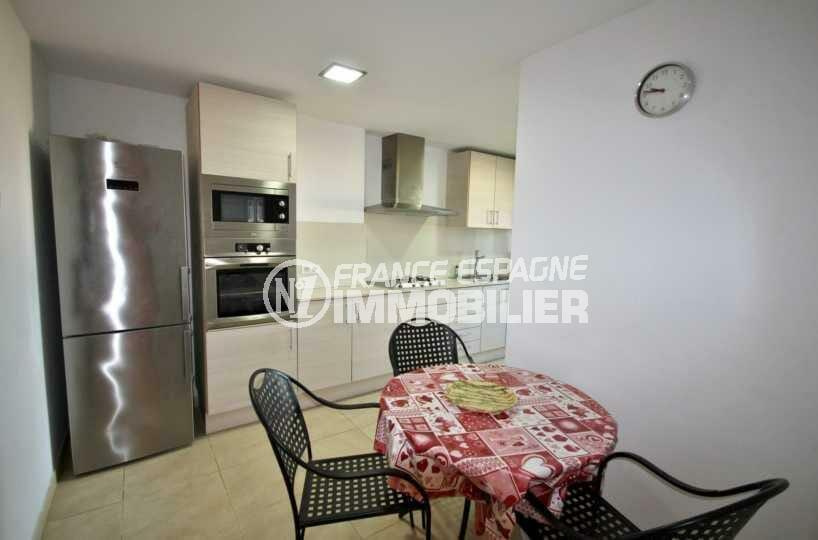 agence immobiliere empuriabrava: appartement ref.3843, coin repas dans la cuisine indépendante équipée