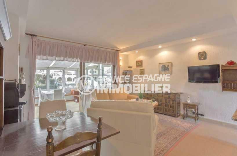 maison a vendre empuriabrava, ref.3831, vaste séjour avec coté salle à manger