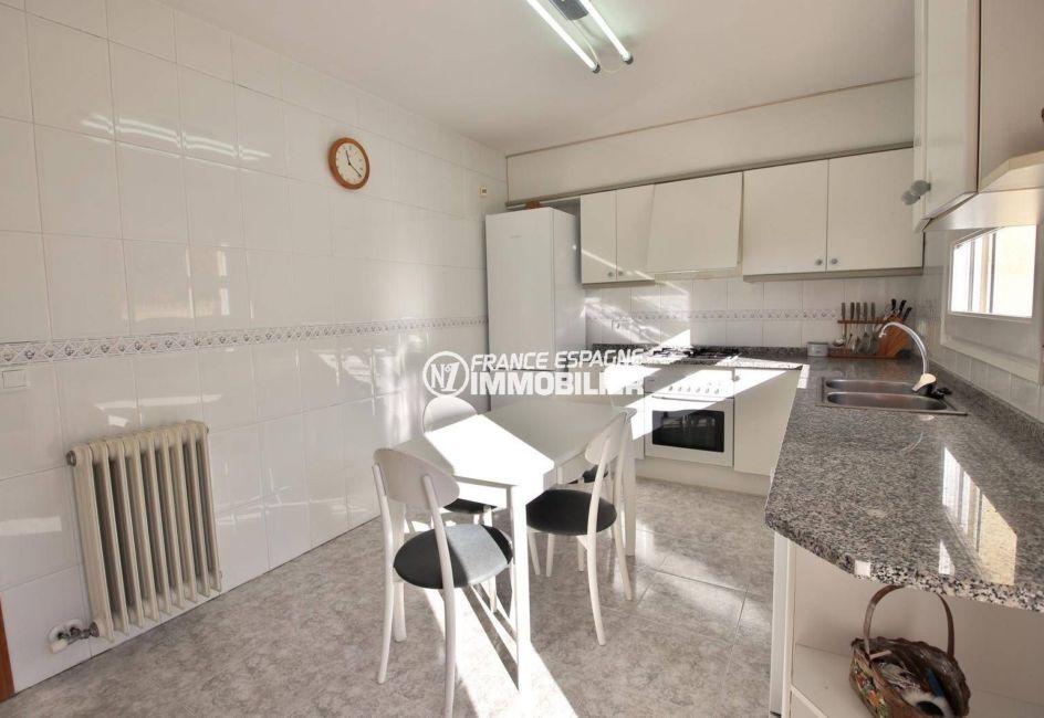 roses immobilier: villa ref.3841, cuisine équipée indépendante