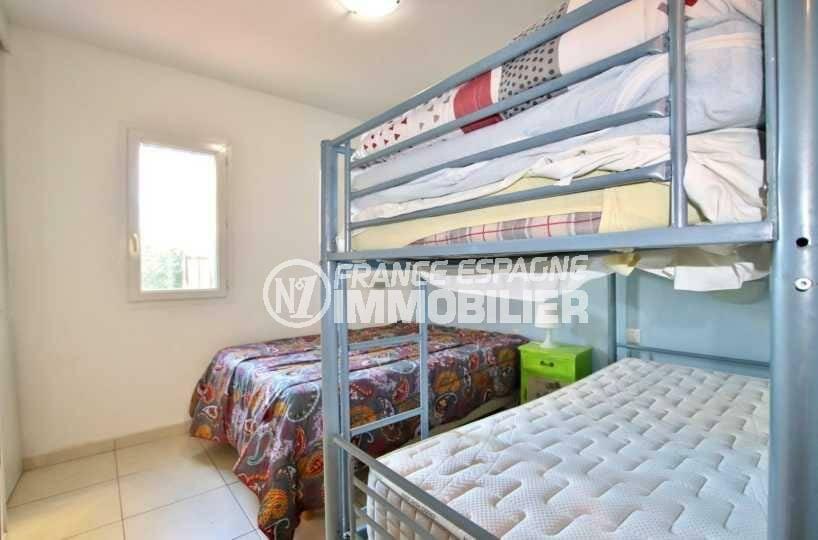agence immobilière costa brava: ref.3842, deuxième chambre: lit double + lits superposés