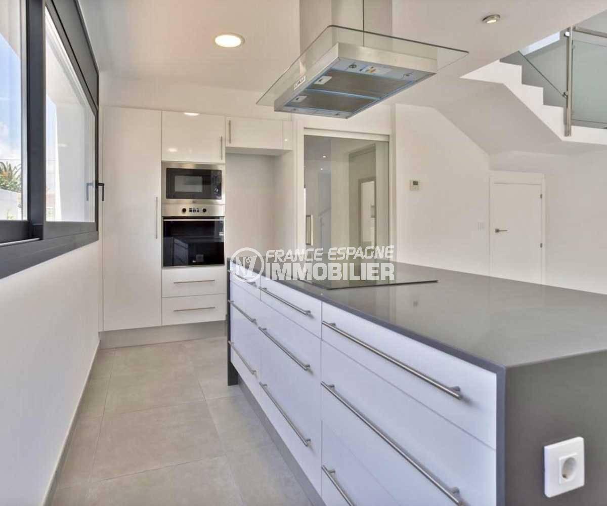 empuriabrava immobilier: villa ref.3825, cuisine américaine aménagée avec nombreux rangements