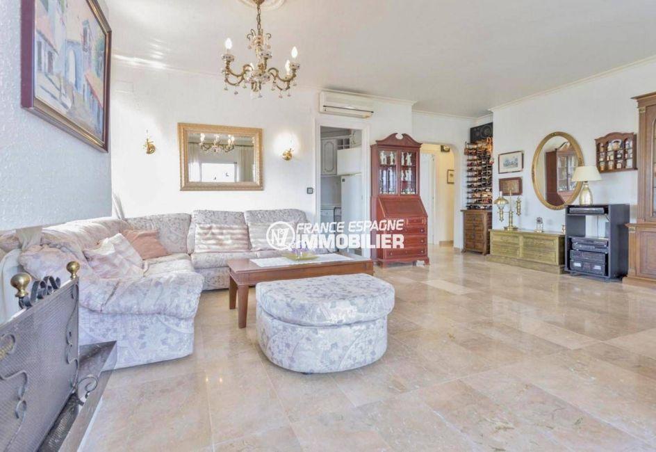 empuriabrava immobilier: appartement ref.3829, grand séjourvec accès cuisine au fond