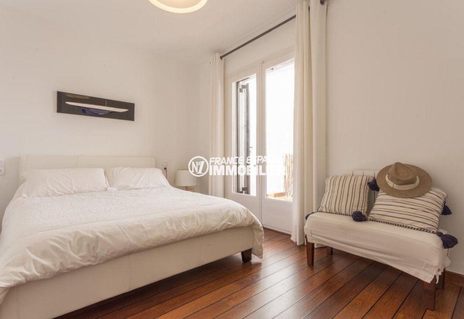 maison a vendre espagne, ref.3830, première chambre avec lit double et accès terrasse vue canal