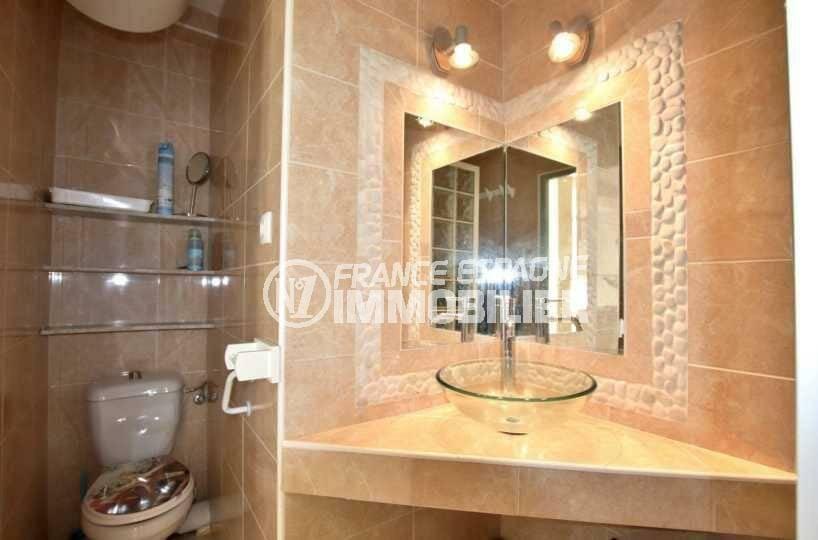 vente appartement rosas espagne, ref.3842, aperçu des toilettes dans la salle d'eau
