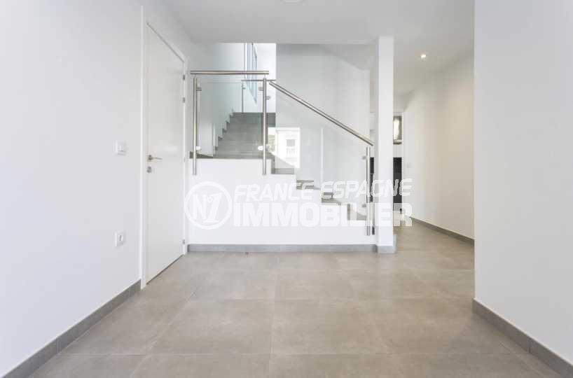 vente villa empuriabrava, ref.3825, entrée et escalier vers les chambres à l'étage