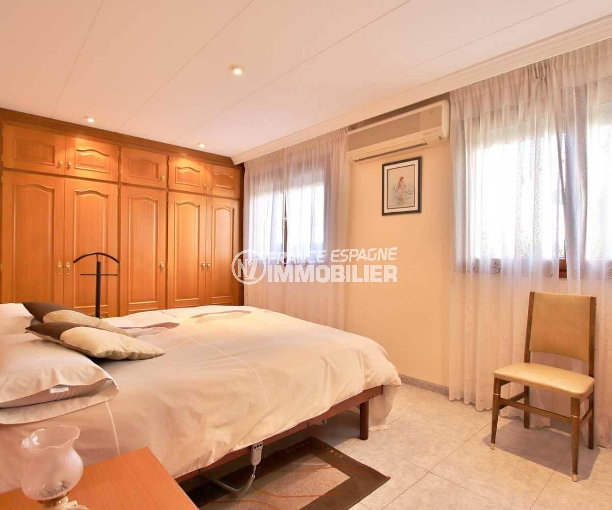vente immobiliere rosas espagne: villa ref.3840, première chambre avec des rangements