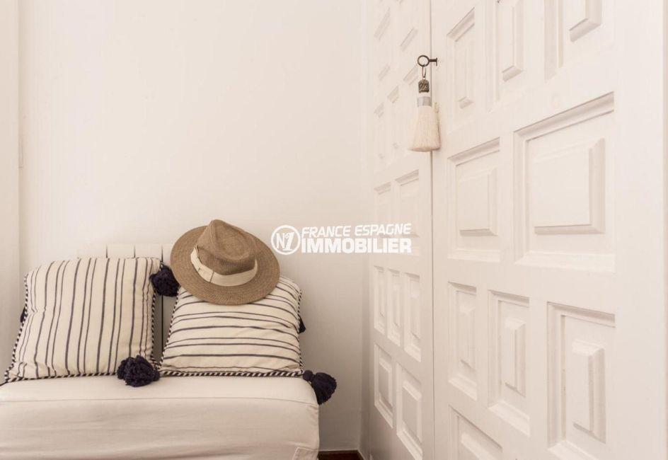 empuriabrava immobilier: villa ref.3830, placards intégrés dans la chambre 1