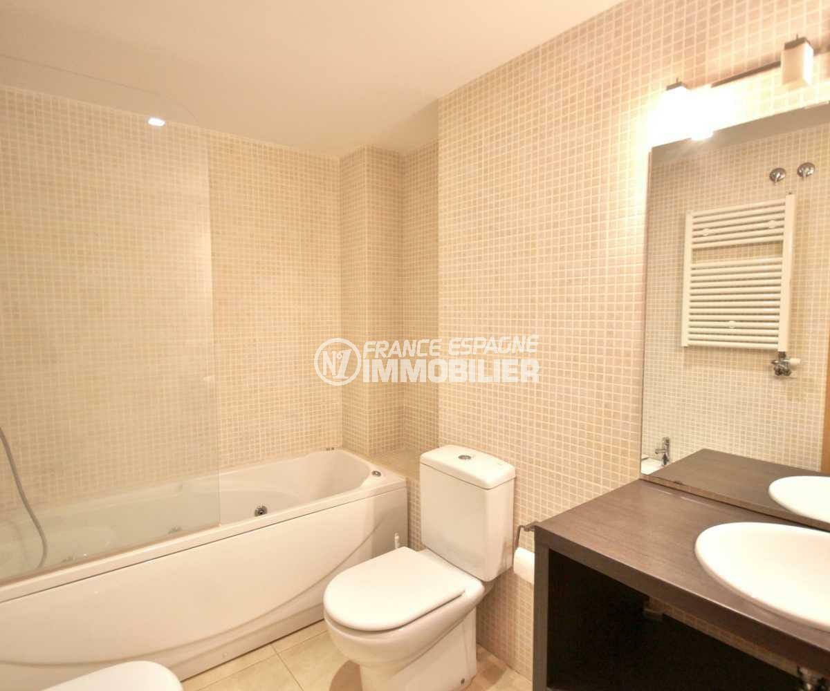 agence empuriabrava: appartement ref.3843, première salle de bains avec toilettes