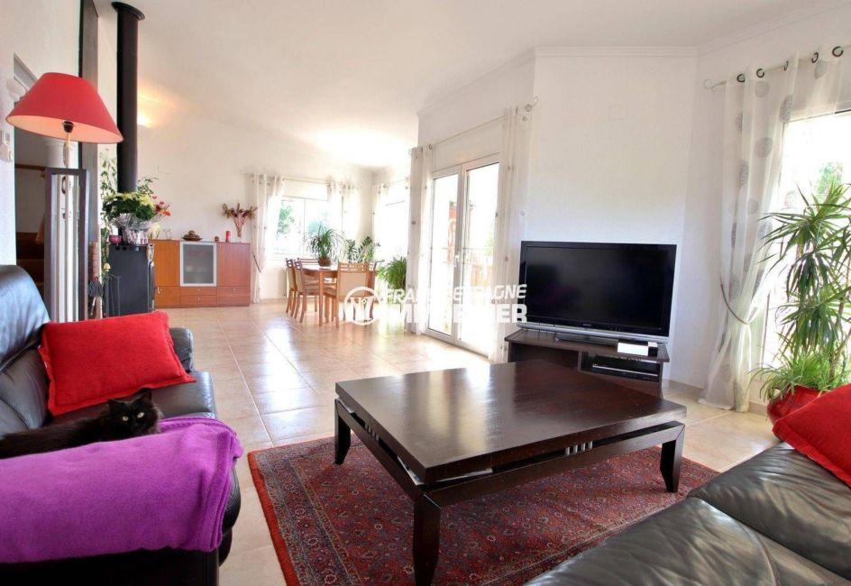 vente maison costa brava, ref.3847, salon / salle à manger avec accès à la terrasse