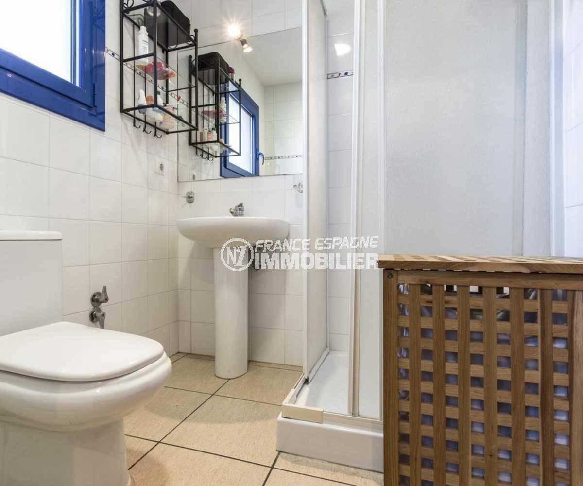 la costa brava: villa ref.3835, salle d'eau n°2 à l'étage avec toilettes