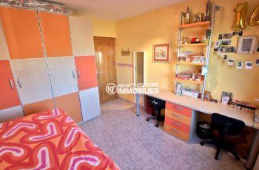 maison a vendre espagne rosas, ref.3841, paerçu seconde chambre avec placards intégrés et double bureaux