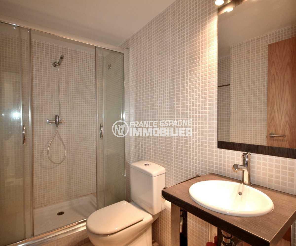 appartement costa brava, ref.3843, seconde salle d'eau avec toilettes et cabine grande douche