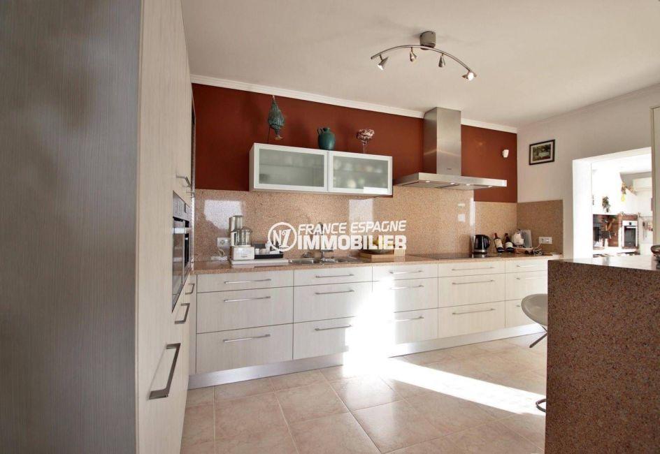 agence immobiliere palau saverdera: villa ref.3847, cuisine indépendante accès véranda