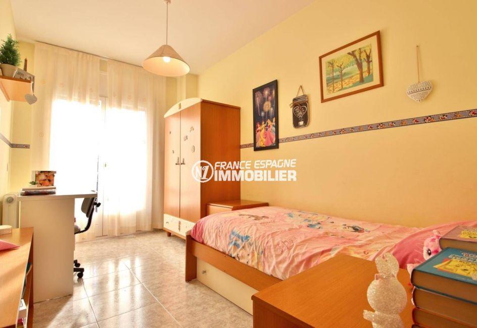 maison costa brava, ref.3841, troisième chambre avec lit simple et porte fenêtre