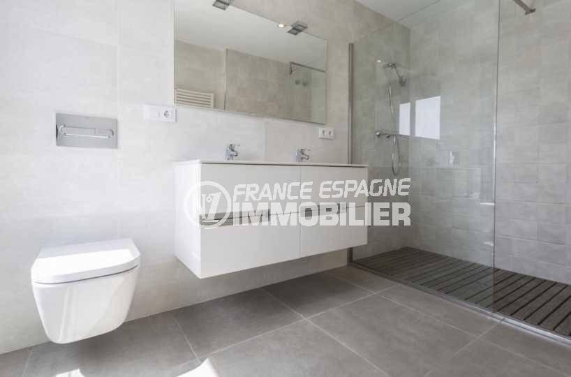 acheter maison empuriabrava, ref.3825, première salle de bains moderne