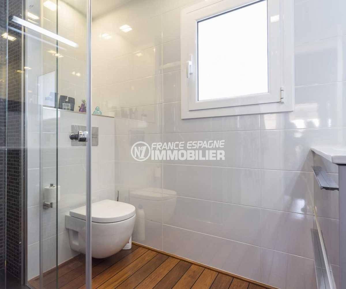 achat villa empuriabrava, ref.3830, cabine douche et toilettes dans la première salle d'eau