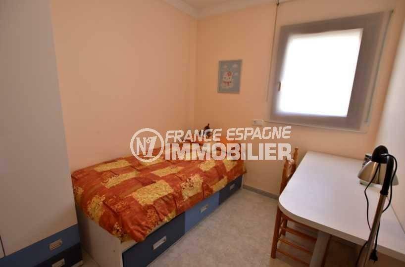 maison a vendre espagne rosas, ref.3840, quatrième chambre avec lit simple et rangements
