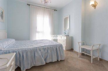 achat immobilier costa brava: appartement ref.3829, chambre 2 avec lit doubke et porte fenêtre vers balcon
