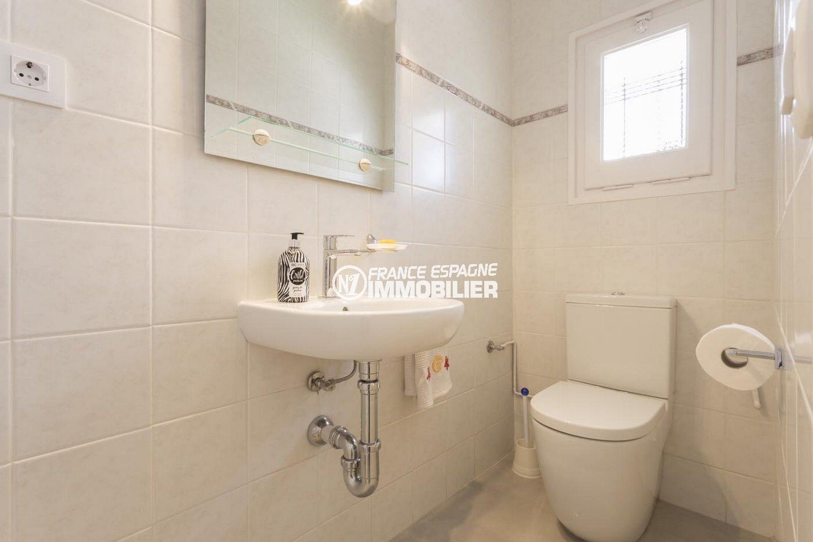 acheter maison empuriabrava, ref.3830, toilettes indépendantes