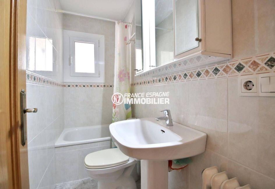 achat maison rosas espagne, ref.3841, seconde salle d'eau avec douches et toilettes