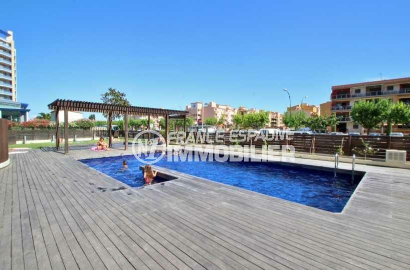 la costa brava: appartement ref.3843, piscines communes et les abords revêtement bois