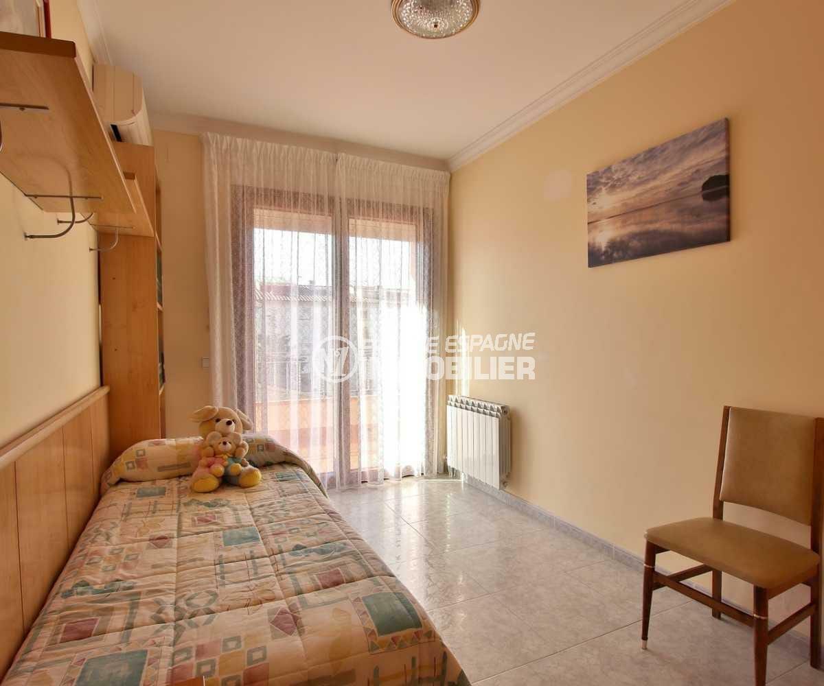 agence rosas: villa ref.3840, cinquième chambre avec lit simple accès terrasse