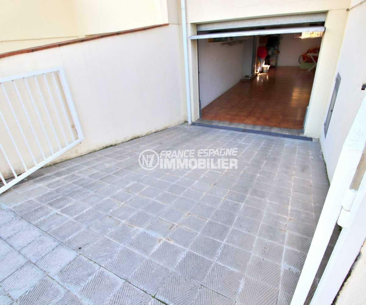 agence immobiliere a roses espagne: villa ref.3841, descente vers l'entrée du garage