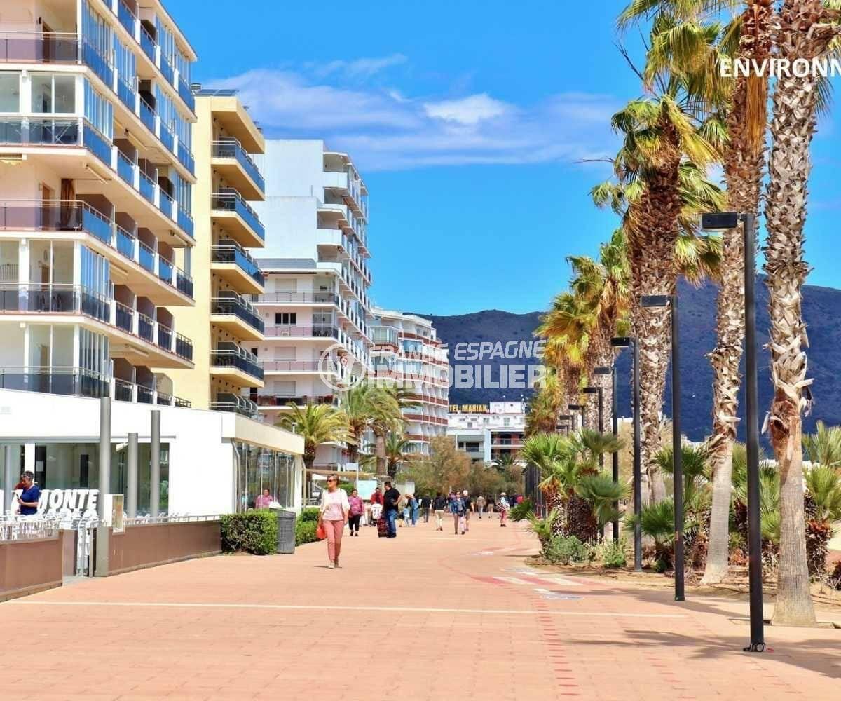 appartement roses, ref.3842, vue sur les restaurants près de la plage