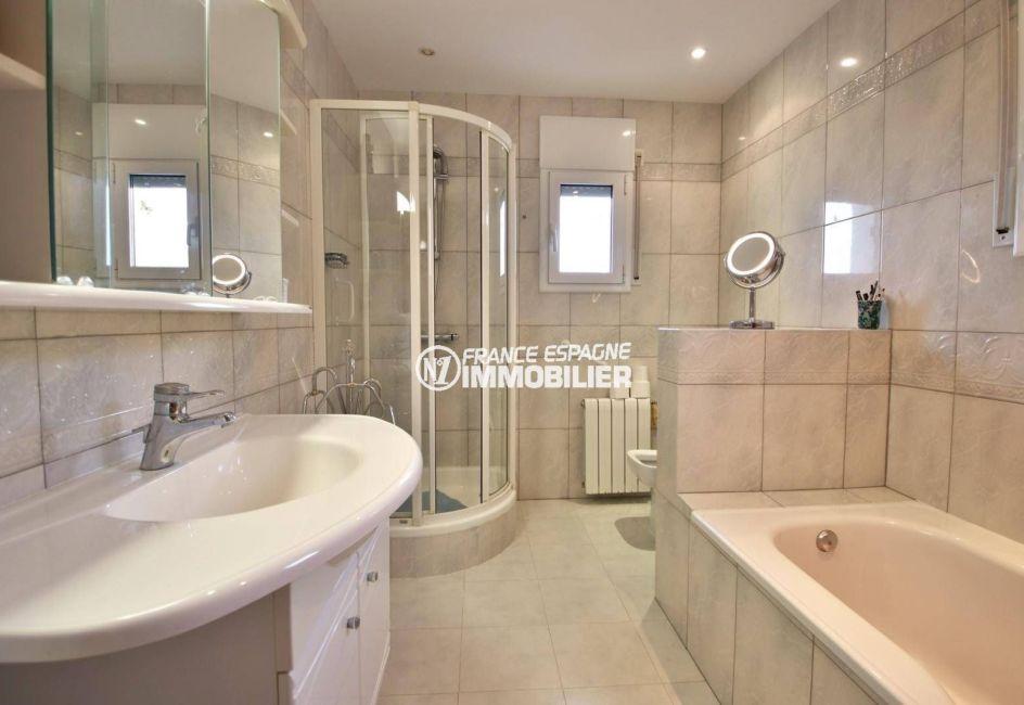 maison a vendre espagne catalogne, ref.3847, salle de bains de la suite parentale